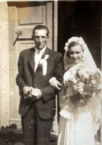 Svatební fotografie pamětnice (r. 1947)