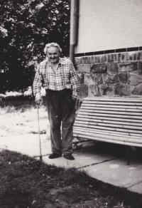 Bedřich Hanauer st. už ve svém novém domově v Lípě, kam se rodina Hanauerových v roce 1967 přistěhovala