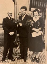 MUDr. Jiří Koref na svatbě se svými rodiči