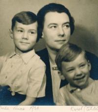 Vladimír Grégr (vlevo) s maminkou Miladou a bratrem Edou