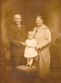S prarodiči Johnovými, 1926