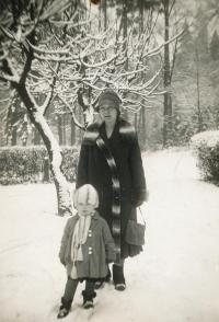 S maminkou, 1928