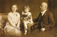 S rodiči, asi 1929