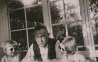 Hana Truncová se sestrou Margitou a s tatínkem