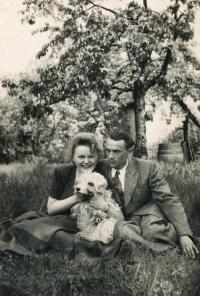 Se snoubencem Otakarem Čeňkem Truncem v roce 1949