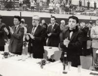 Návštěva celostátního setkání rakouské FPÖ, počátek 90. let 20. století, M. Fleischman vpravo, vlevo od něj Karel Štindl