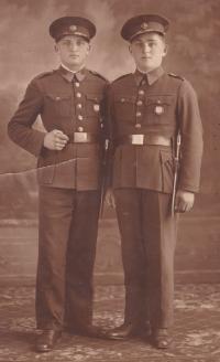 Bedřich Hanauer starší ve vojenské uniformě v Milovicích