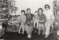 Na Vánoce s matkou a prarodiči z otcovy strany