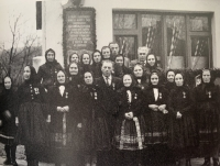 vyznamenané vdovy a preživší počas 20.výročia oslobodenia obce Selec v roku 1965