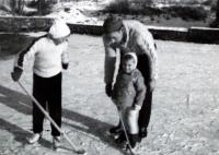 Manžel L. Janderové se syny