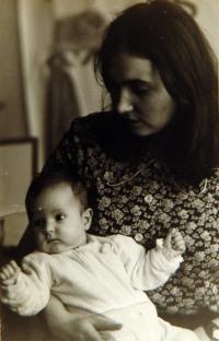 Se třetím dítětem v roce 1975