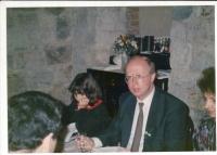 Svatba Petra Broda s Leou Šmídovou, 28. března 1992. Po levici pamětníka svědkyně MUDr. Marie Kopřivová