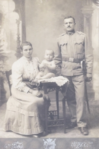 His father, Albín Jajtner with his parents, 1914
