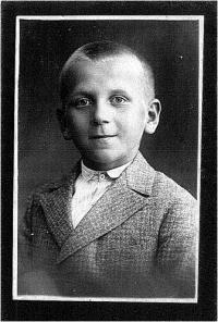 Nejmladší bratr otce pamětnice Františka Šestáka, Jaroslav Šesták. Zemřel ve studentském věku v pouhých 16 letech