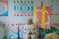 Dana Puchnarová ve svém ateliéru v Dobřichovicích v roce 2019