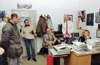 Počátek listopadových dní roku 1989 ve Svobodné Evropě, zleva: Vladimír Kusín, Karel Moudrý, Ivan Cikl, Petr Brod, Lída Rakušanová