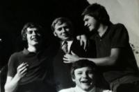 Karel Žižka (dole uprostřed) s kamarády / přelom 60. a 70. let