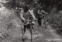 Výlet v okolí Rýmařova, vlevo bud. žena Renata, asi 1986