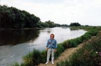 Jiří Barteček na levém břehu hraniční řeky Moravy v Záhorské Vsi na Slovensku / léto 1990