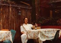 Jiří Barteček na snímku z New York, který poslal jako pozdrav rodičům / 1976