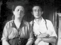 Otec Petra Broda, Lev Brod, se svou matkou Mathildou Brodovou, Praha 1930