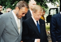 Zdeněk Bárta and Václav Havel during the campaign to the Senate in 2000