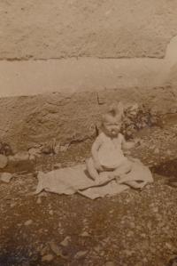Bohumila Jindrová, když jí byl jeden rok (1936)