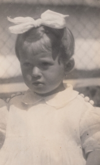 Malá Bohumila Jindrová v roce 1938