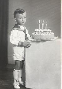 Tretie narodeniny