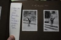Z rodinného alba: první školní den (1932).
