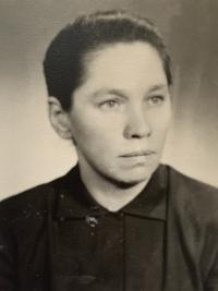 Paulína Dubeňová cca 23 ročná krátko po skončení II. svetovej vojny