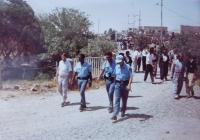 Kurdové protestující u základny OSN ve městě Kifri proti útoku iráckých vojsk