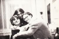 Petruška s přáteli z Hnutí revoluční mládeže I. Dejmalem a J. Frolíkem v roce 1972