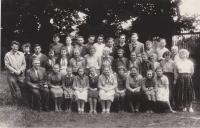 Měšťanka ve Vilémově (Václav Tuček v poslední řadě jako první nejvyšší čtvrtý zprava)