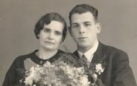 Svatební fotografie rodičů, 1937