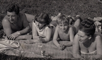 S rodiči a bratrem, cca 1967
