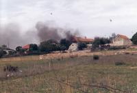 Vypálená vesnice v Bosně, 1995