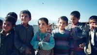 Kluci z uprchlického tábora nedaleko Dohúku, Irák, 1996 nebo 1997