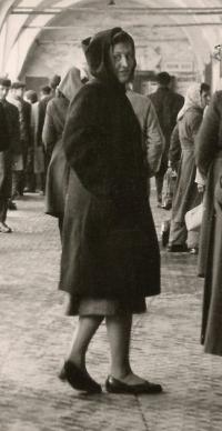 Dana Puchnarová v Praze v roce 1960