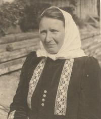Maminka Jany Vozárové, Antonie Šestáková, rozená Krausová