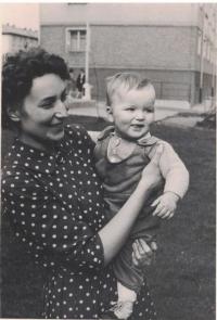 Jan s kmotrou J. Doležalovou, 1963
