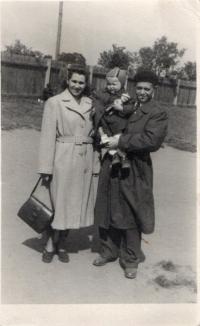 Marie Martinková s rodiči