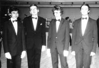 V tanečních (Martin Klíma druhý zprava), 1985