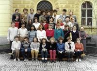 Gymnázium Botičská (MK ve třetí řadě první zleva), 1987