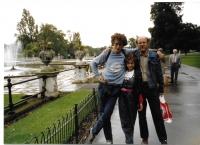 S tátou a sestrou v Londýně, 1988
