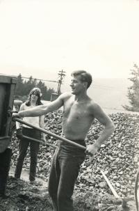 Mezinárodní budovatelský tábor pod hlavičkou International Voluntary Service, Mariánská u Jáchymova, druhá polovina 60. let