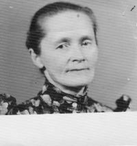 Annina matka ako 53-ročná po návrate z väzenia, 1960
