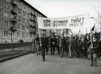 Bohuslav Fencl v čele průvodu, rok 1989