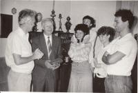 Alexander Dubček u Junových, 1989