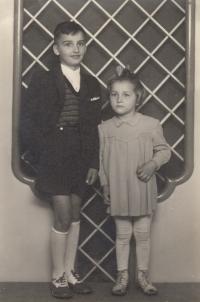 Bratranec František a sestřenice Anežka (Atka)